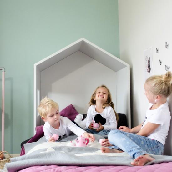 Fotostyling voor de website van bedhuisje - Foto van bedhuisje met kleine kinderen