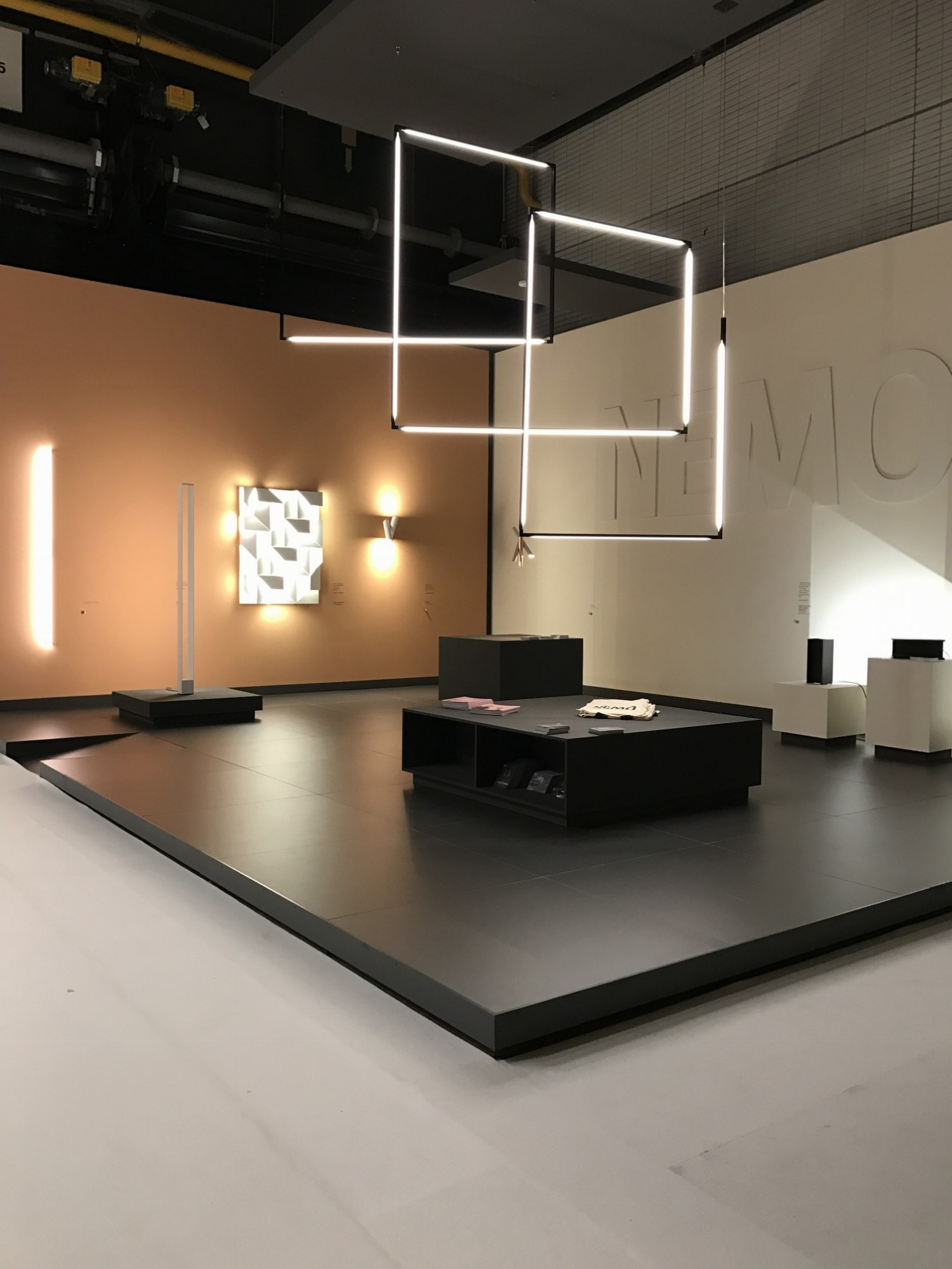 Designbeurs Biennale 2016 Kortijk - moderne buisverlichting